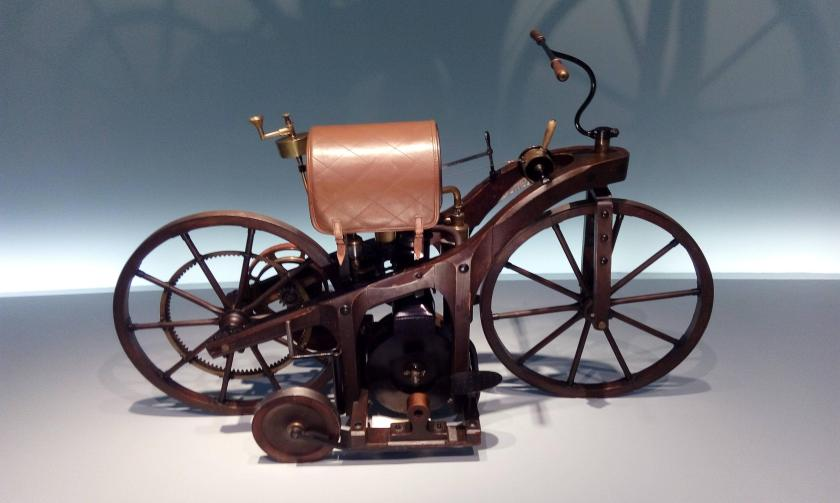 first_motorcycle_and_gasoline_vehicle